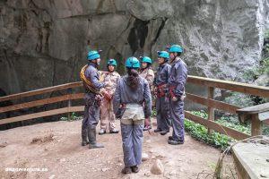 Grupo a punto de entrar a Cueva Huerta - Semana Verde Asturias